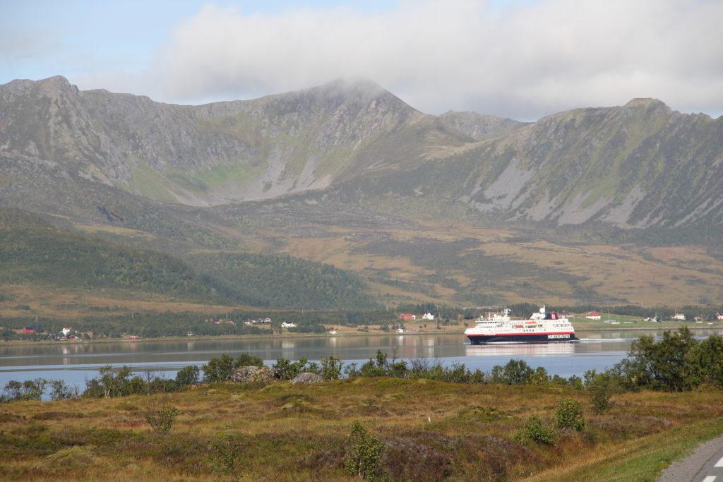 På väg till Andenes, träffade vi igen på Hurtigrutten